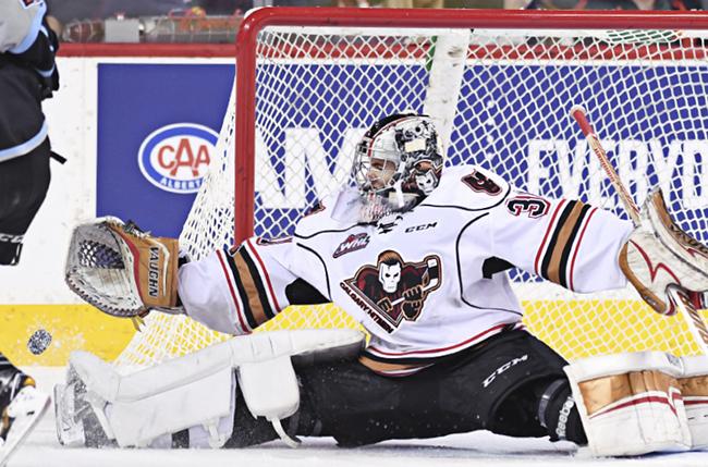 Calgary Hitmen goley making a save