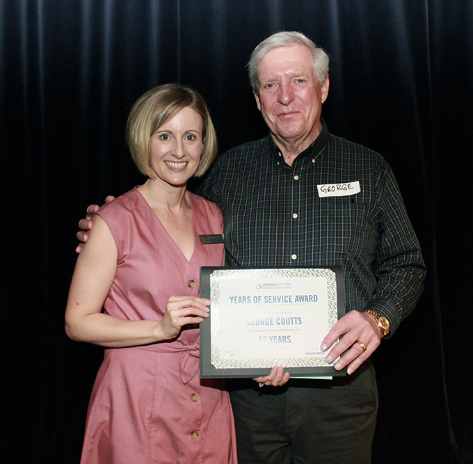 img des: Two people holding a certificate.
